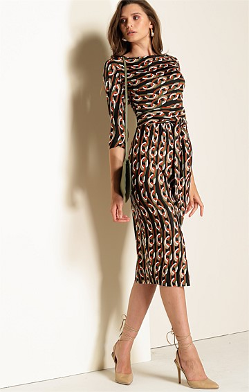 MILANO 3/4 SLEEVE STRETCH JERSEY BOAT-NECK FITTED KNEE-LENGTH DRESS IN KHAKI RUST LINK PRINT