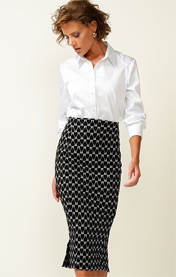 SAGE FITTED PULL ON STRETCH MIDI PENCIL SKIRT IN BLACK WHITE LOVEHEART JACQUARD