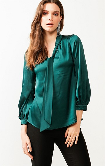 HATCHIE BISHOP SLEEVE TIE NECK LOOSE FIT BLOUSE IN PINE SATIN