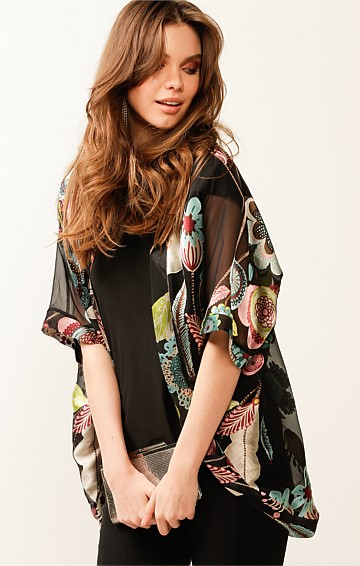 COURTESAN 3/4 SLEEVE LOOSE FIT SILK KIMONO IN BLACK FLORAL