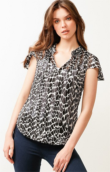 REGATTA CAP SLEEVE V-NECK LOOSE FIT TOP IN BLACK WHITE ANIMAL PRINT