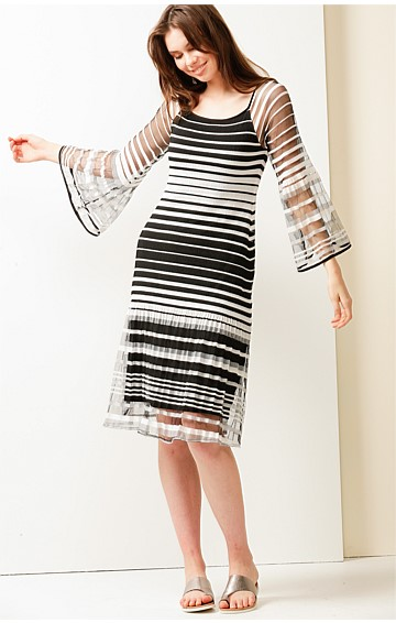 FUNNY FACE SCOOP NECK 3/4 BELL SLEEVE A-LINE KNEE LENGTH SHIFT DRESS IN BLACK STRIPE MESH