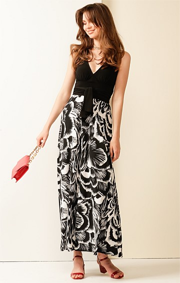 LINDA HALTER SLEEVELESS V-NECK A-LINE MAXI DRESS IN TEXTURED BLACK WHITE FLOWER PRINT