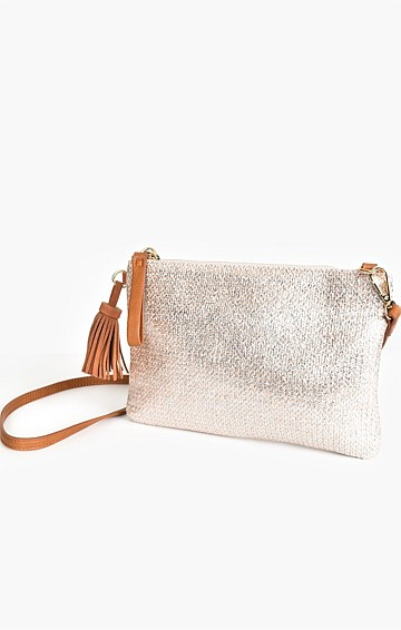 METALLIC WEAVE TASSEL CROSS BODY BAG IN SILVER