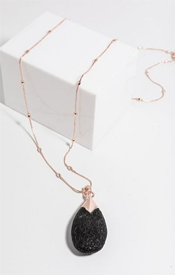 GLITTER PENDANT NECKLACE IN BLACK ROSE GOLD