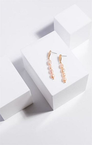 PEARL DROP EARRING IN PINK