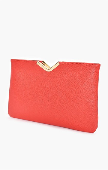 TEXTURED V-DETAIL CLUTCH WITH CHAIN STRAP IN RED