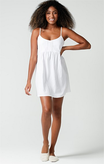 HALCYON DAYS ADJUSTABLE STRAP LOOSE-FIT SCOOP NECK A-LINE PETITE NIGHTIE IN WHITE