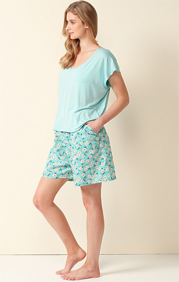SWAN AROUND LOOSE-FIT ELASTICATED WAIST PULL ON SHORT IN AQUA DAISY