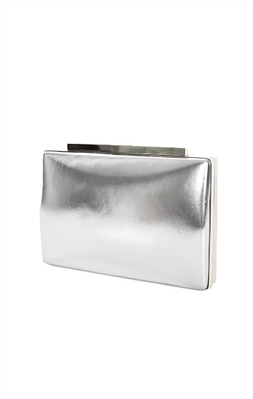 METALLIC STRUCTURED CLUTCH IN SILVER