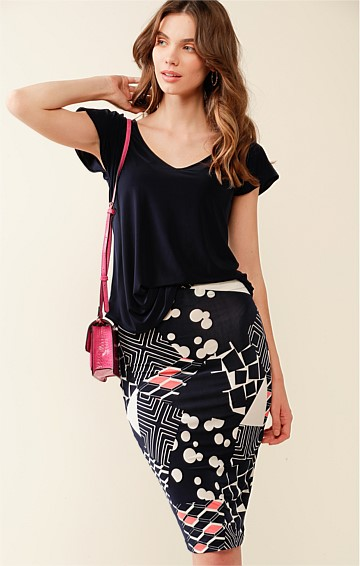RIVER WALK STRETCH JERSEY FITTED PULL ON KNEE LENGTH SKIRT IN NAVY WHITE PINK ABSTRACT PRINT