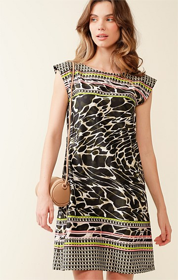WOLSTON PARK COTTON CAP SLEEVE BOAT-NECK A-LINE SHIFT DRESS IN OLIVE ANIMAL PINK STRIPE PRINT