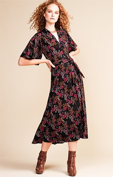 ADJANI FLUTED CAP SLEEVE V-NECK A-LINE MIDI DRESS IN PLUM MAGENTA FLORAL