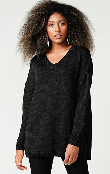 V-NECK LONG SLEEVE OVERSIZE-FIT TUNIC TOP IN BLACK LUREX KNIT